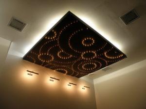 Светящийся потолок ( 35 фото): основное освещение в коридоре