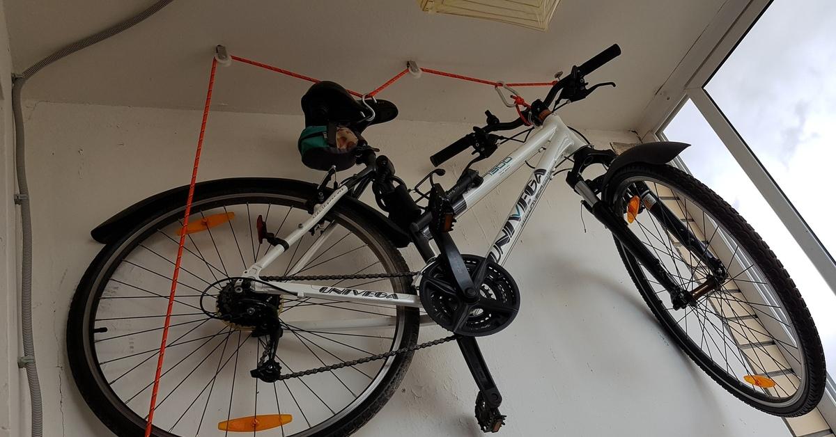 Хранение велосипедов, как повесить велосипед на стену, кронштейн своими руками, как закрепить велосипед на стене