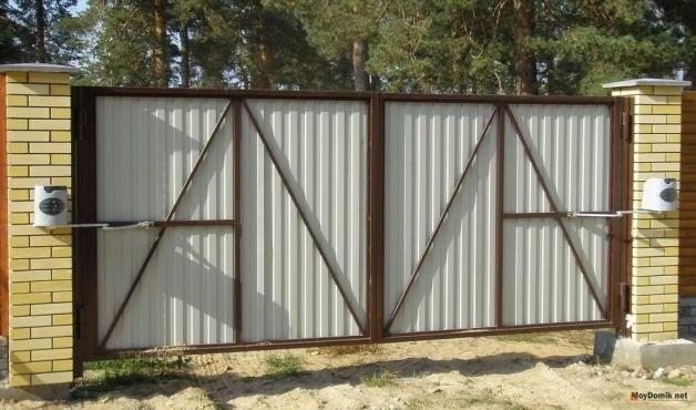 Складные ворота: цепной привод для ворот «гармошка», вертикальные складывающиеся автоматические конструкции, складчатые и раскладные варианты