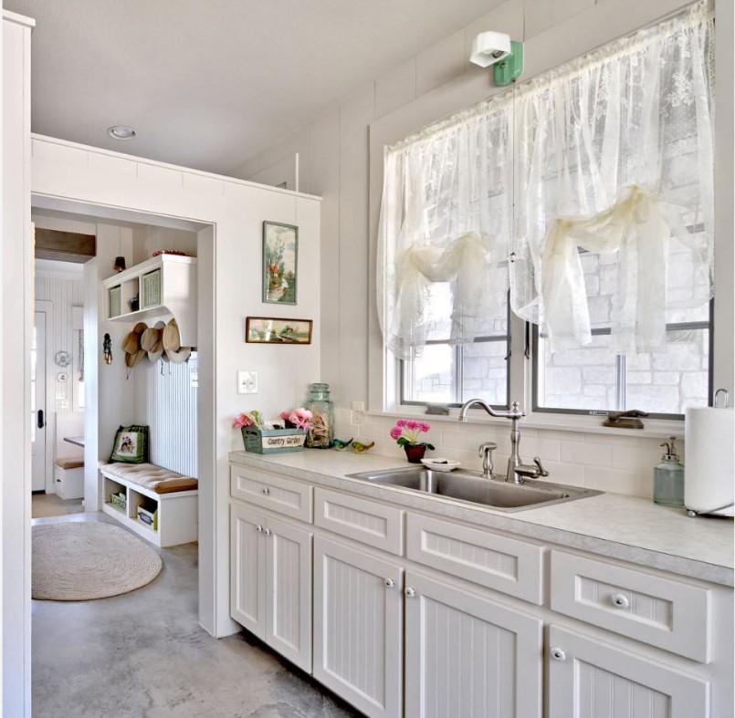Короткие шторы на кухню: 3 стиля, 5 вариантов материала, фото