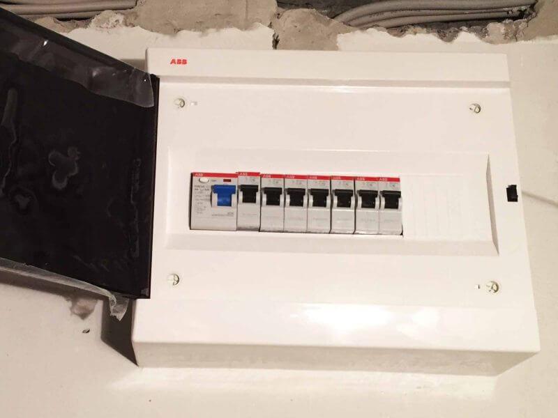 Замена автоматического выключателя в электрощите
