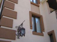 Как и чем покрасить фасад дома