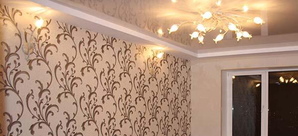 Что сначала двери или обои (34 фото): что клеить потолочный плинтус или обои, натягивать потолок или наклеить обои, стелить линолеум или обои