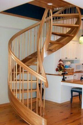 Покраска деревянной лестницы своими руками: выбор лаков, красок и правила нанесения состава