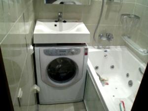 Раковина со столешницей под стиральную машину (50 фото): в ванную комнату под одной столешницей, модели с тумбой, как установить своими руками, единая с умывальником