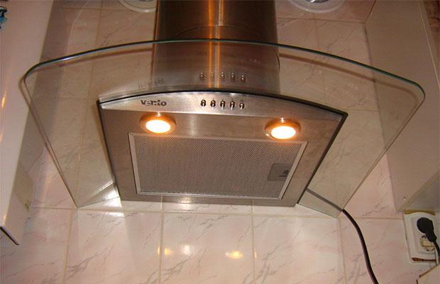 Почему мигает лампочка при выключенном свете: причины и способы устранения