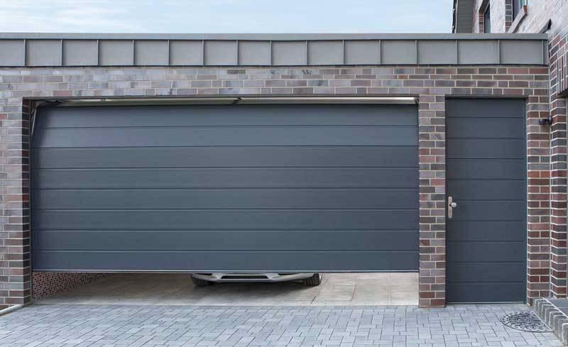 двери в гараж подъемные