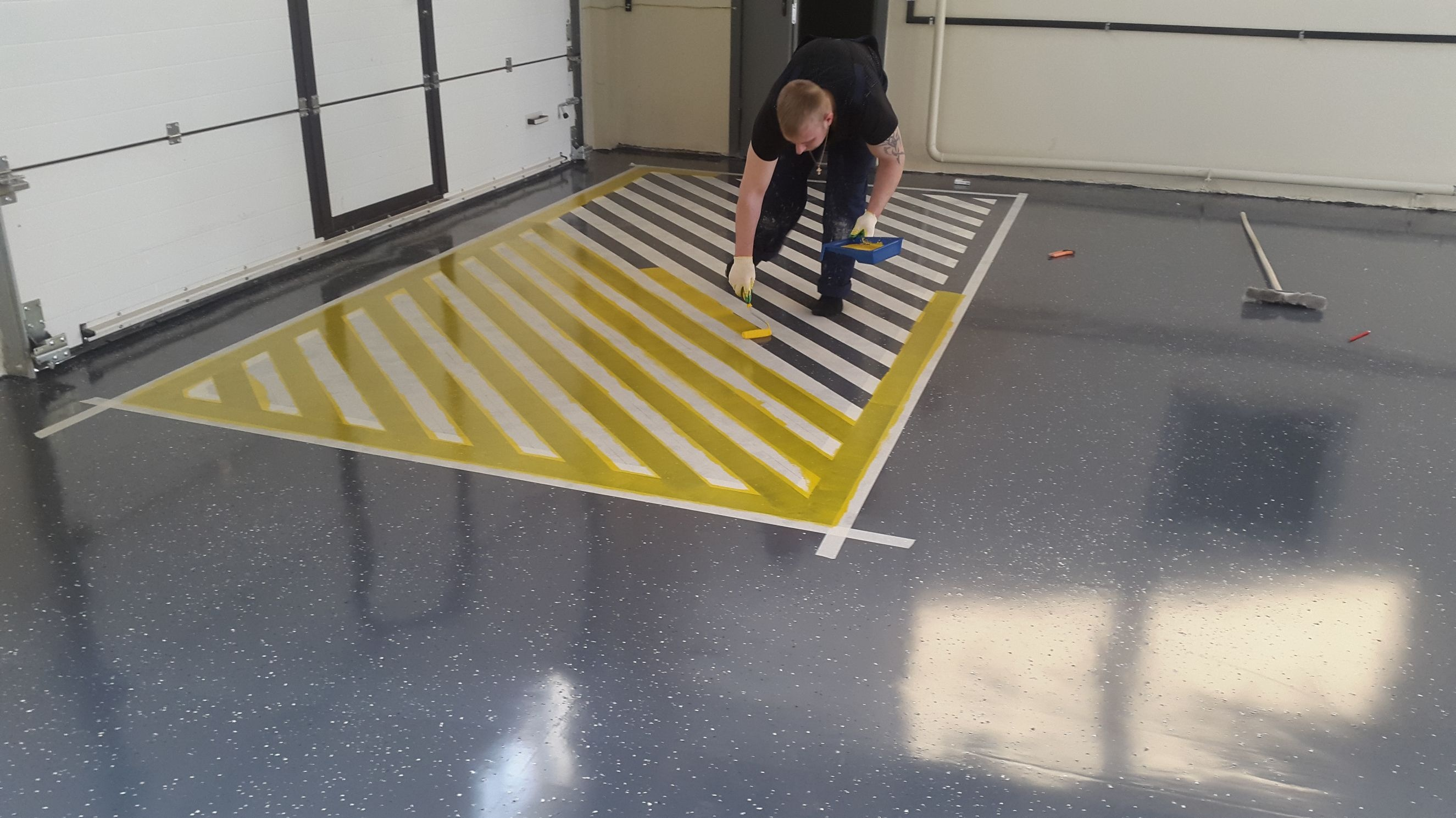 Пол в гараже наливной полимерный: как сделать своими руками, какое заливное покрытие на цементной основе лучше, монтаж и уход