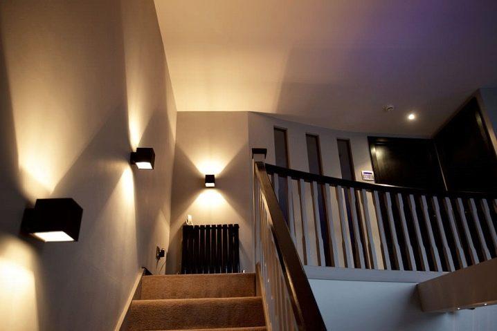 Как сделать подсветку ступеней лестницы - 105 фото и мастер-класс как сделать красивую и функциональную подсветку своими руками