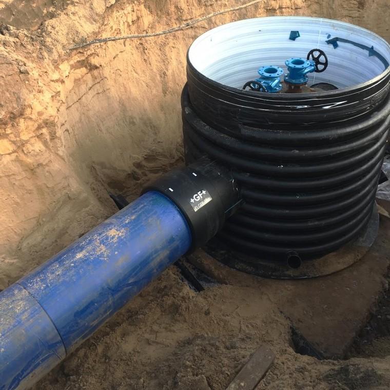 как сделать врезку в водопровод под давлением