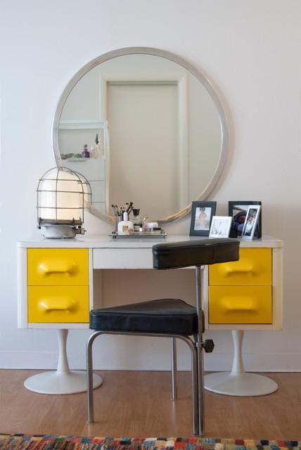 Туалетный столик с зеркалом в спальню (66 фото): угловой косметический столик в интерьере, белые модели