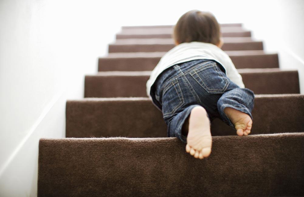 Опасная лестница: ворота безопасности для детей своими руками