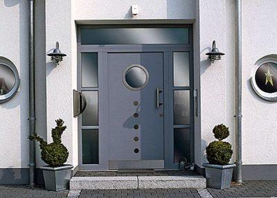 фото пластиковых дверей входных со стеклом