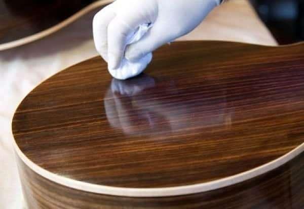 Выбор и особенности работы со смывкой для краски с дерева