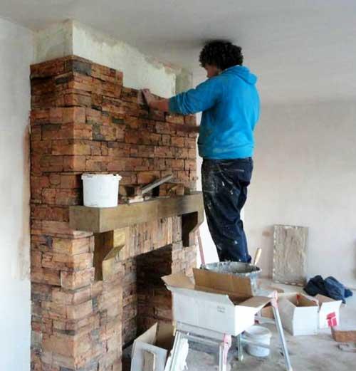 камины из кирпича для дома дровяные фото