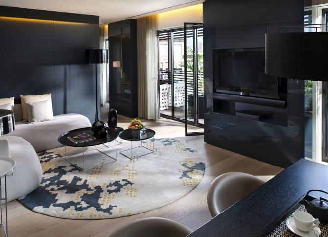 комната в черном цвете