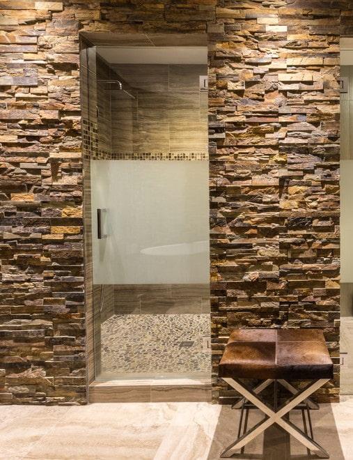 Декоративный камень в интерьере: виды, советы по выбору, 75 фото