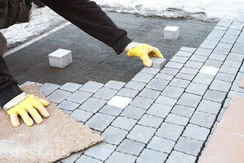 Технология укладки тротуарной плитки на песок своими руками
