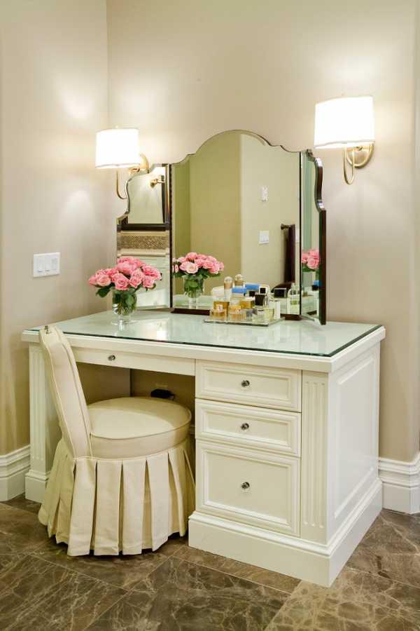 женский столик с зеркалом