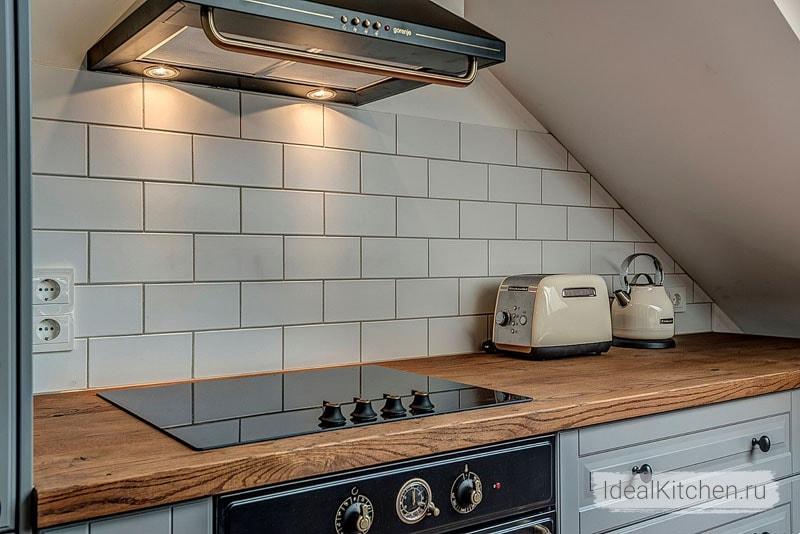 Фартук для кухни под кирпич (43 фото): кухонная керамическая плитка кирпичиками, особенности дизайна под кирпичную кладку панелями из мдф и пвх