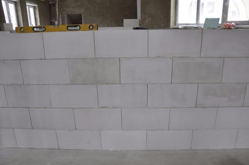 Пазогребневые влагостойкие блоки: обзор гипсовых пазогребневых пустотелых плит размером 667x500x80 мм, гипсоблоков 660х500 мм и других вариантов, использование и монтаж