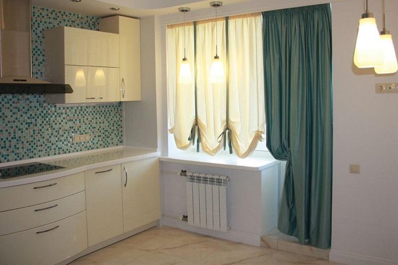 шторы на кухню с балконной