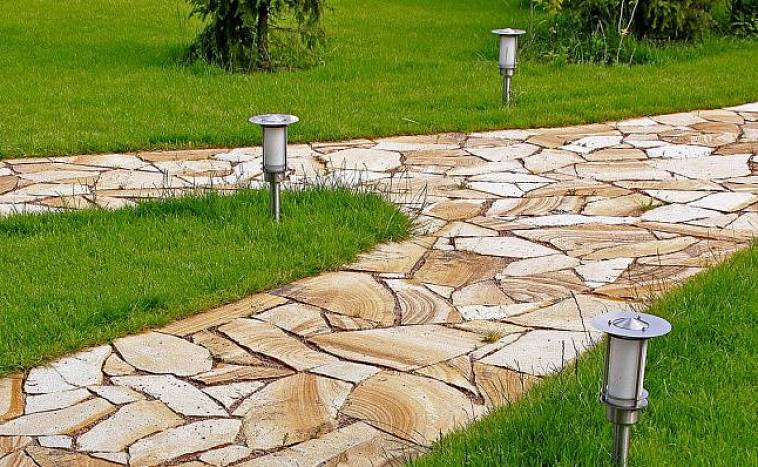 Гибкие бордюры: для газона и садовых дорожек, виды бордюрной ленты для тротуарной плитки и травы, установка бордюров своими руками
