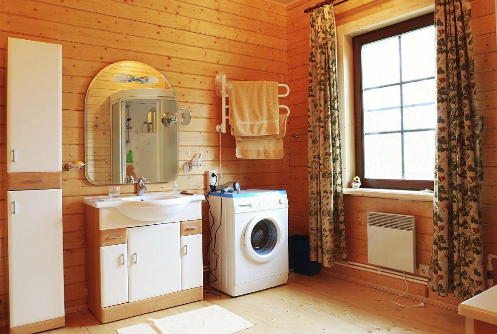Ванная в деревянном доме: особенности помещения, гидроизоляция, примеры отделки на фото и видео