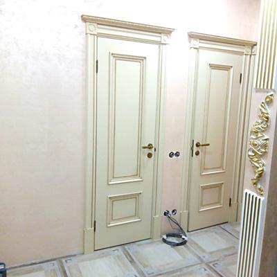 Какую дверь поставить в ванную комнату: советы от строителей и дизайнеров