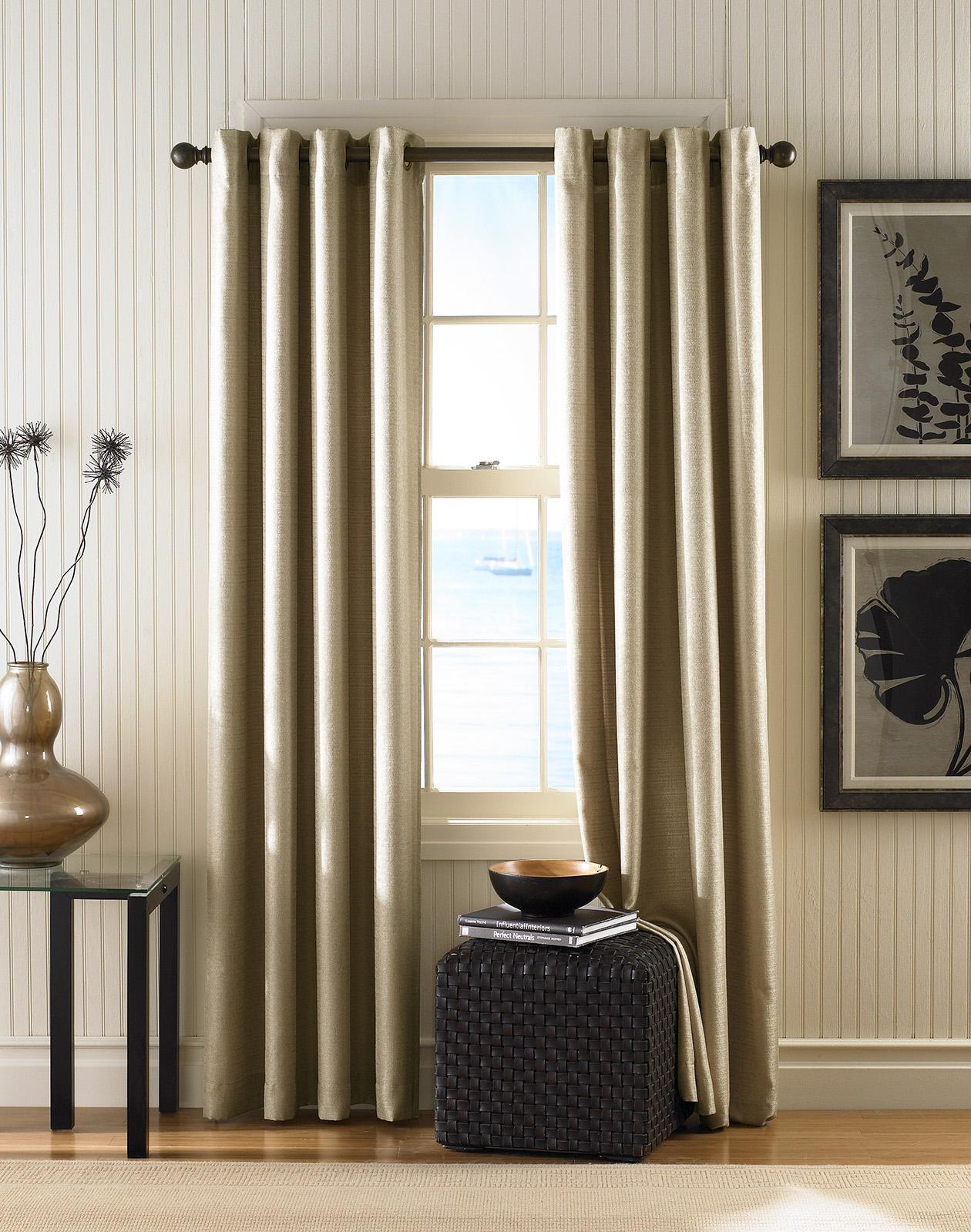 шторы в гостиную в светлых тонах