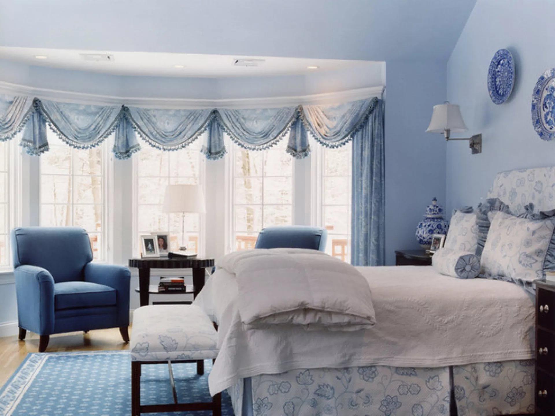 Синие шторы (48 фото): занавески в интерьере, темно-синие портьеры в гостиной, сочетание с бежевым и желтым