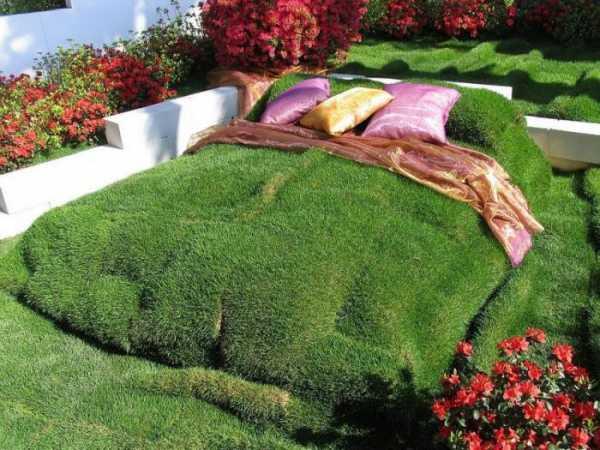 Искусственная трава в интерьере – вечнозелёное лето - 17 фото