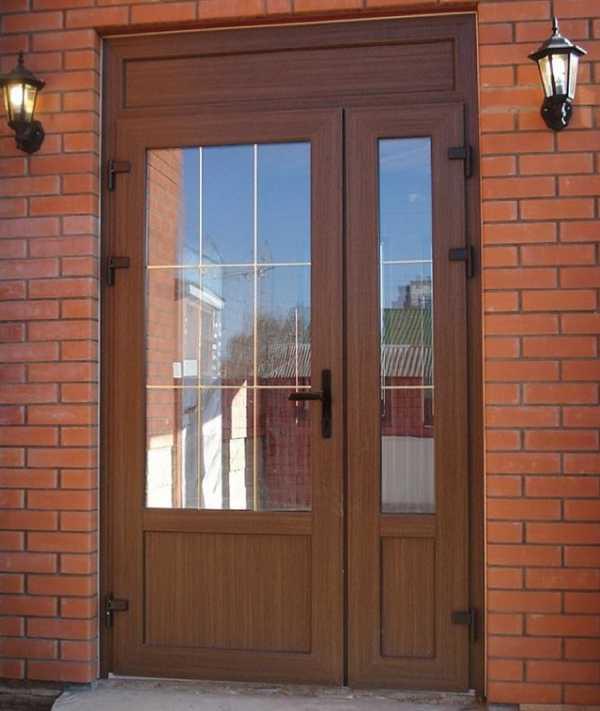 Советы по качественному выбору дверей из пластика, фурнитуре и монтажу на входе