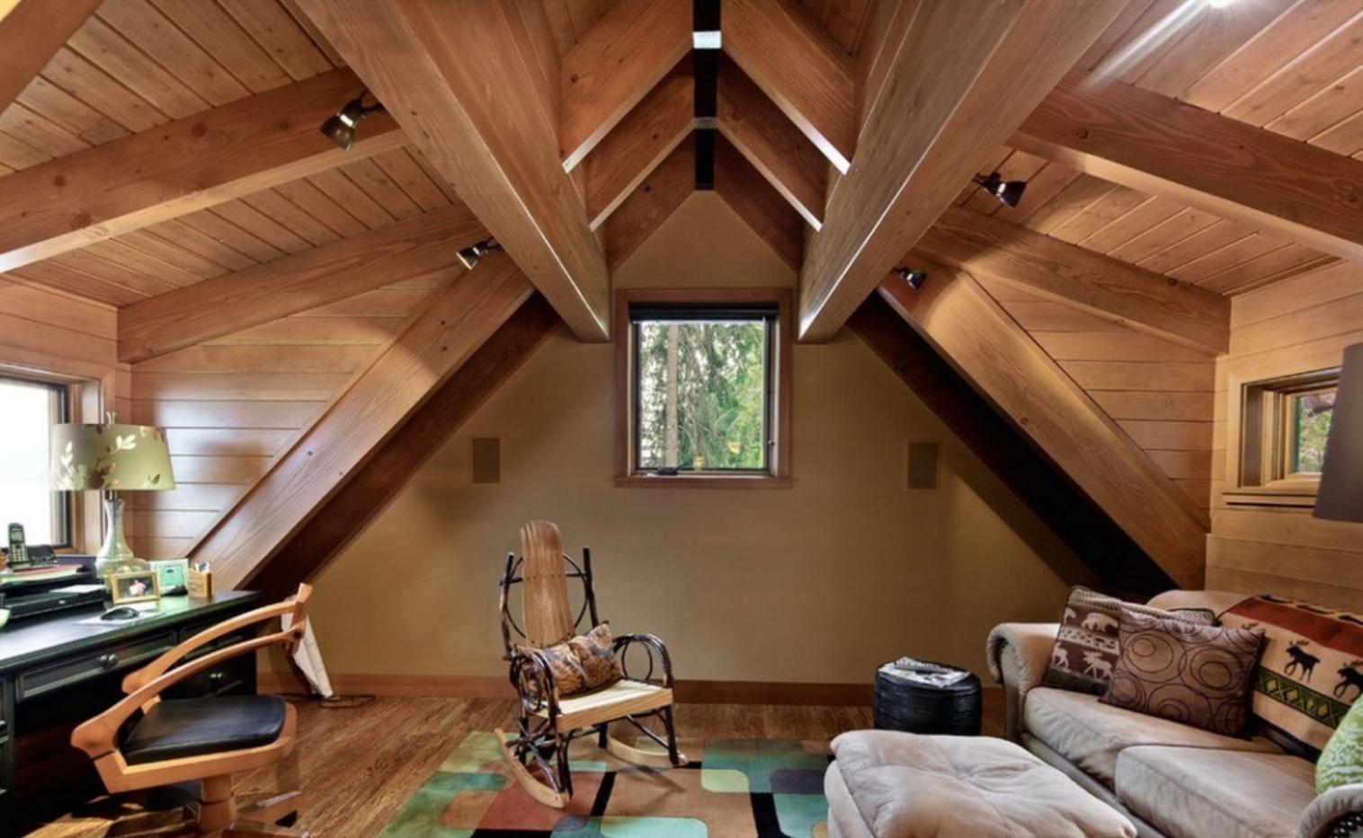 дизайн мансарды с двускатной крышей фото