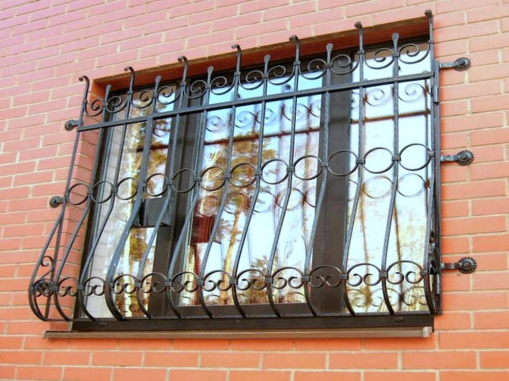 Прозрачные решетки на окна из поликарбоната – как выглядят