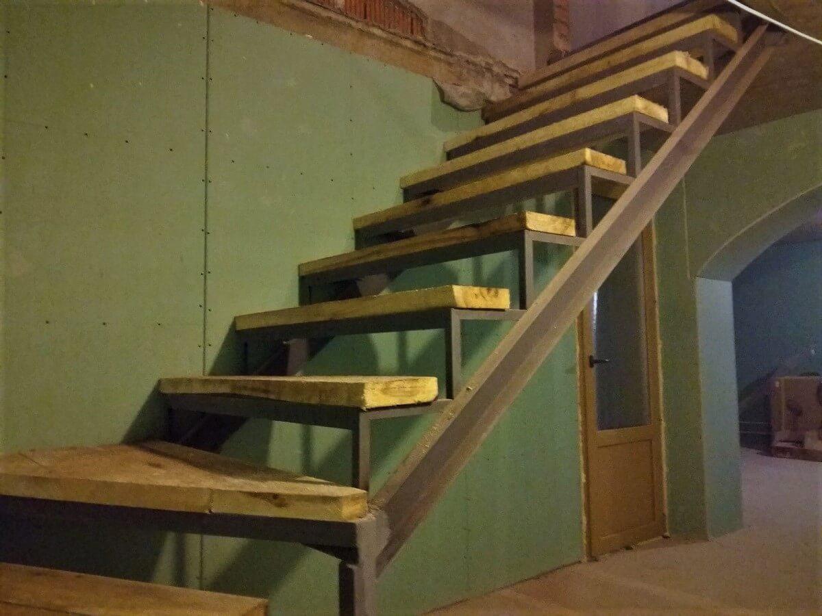 обшивка металлической лестницы