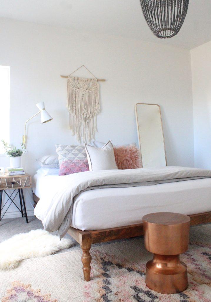 Прикроватные коврики (61 фото): маленькие настенные и напольные ковры к кровати в спальне, бельгия и польша, необычные размеры, оригинальные формы