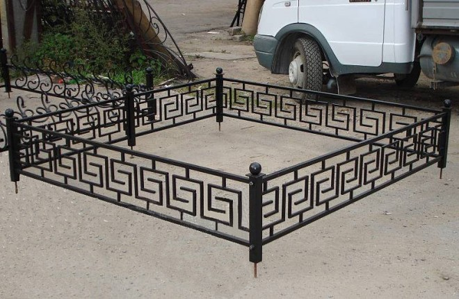 Кованые ограды на могилы