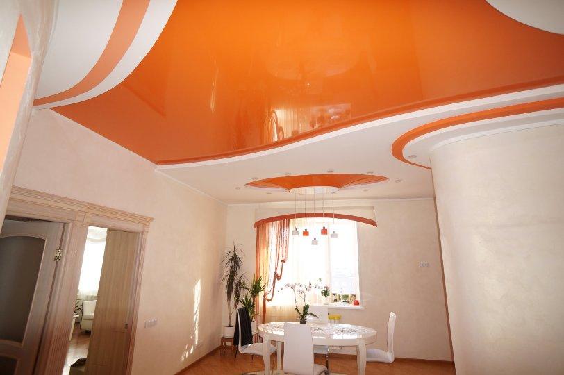 Цветные натяжные потолки в интерьере: фото-каталог, советы по выбору и сочетанию цветов