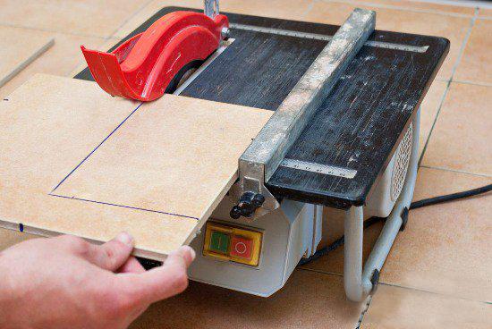 Как резать плитку: плиткорезом, стеклорезом, болгаркой и т.д