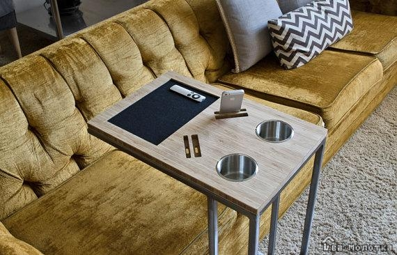 Диван со столиком в подлокотнике: выбираем модель со встроенной столешницей, обзор выкатных угловых и прямых диванов с механизмом «еврокнижка» и других