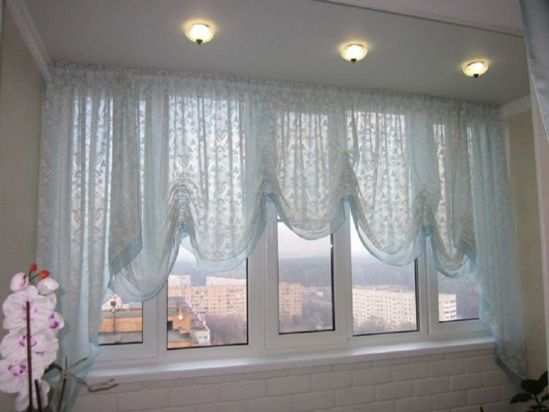 как крепятся шторы на балконе