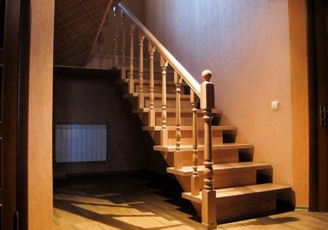 Отделка лестницы: выбор материала и технология проведения работ