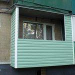 Варианты наружной отделки балкона