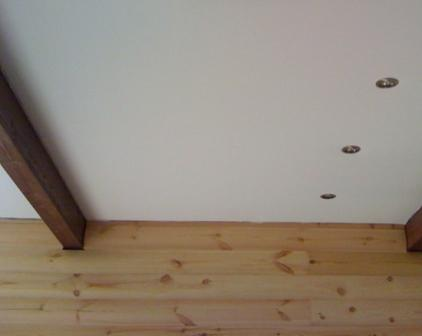 Натяжные потолки в деревянном доме