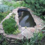 Оригинальный пруд из чугунной ванны