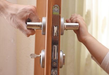 ремонт дверного замка металлической двери