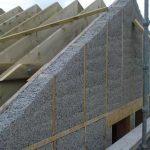 Как зашить фронтон: украшаем пространство под крышей