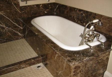облицовка мрамором ванной