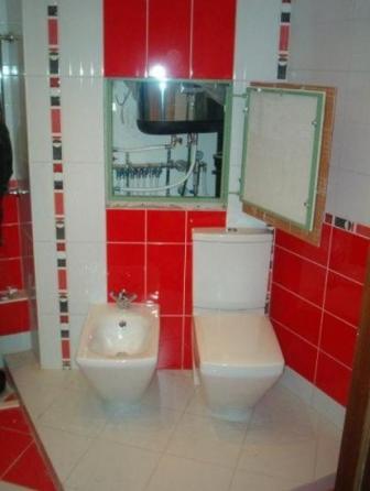 Как скрыть трубы в туалете